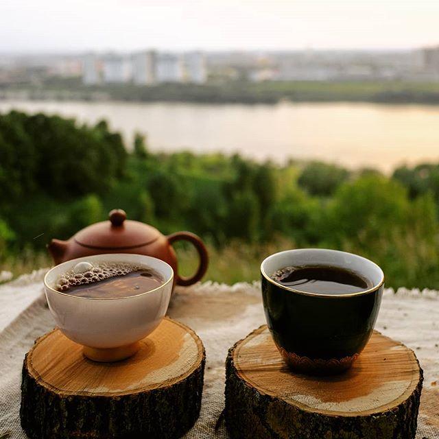 в чае кофеин или теин